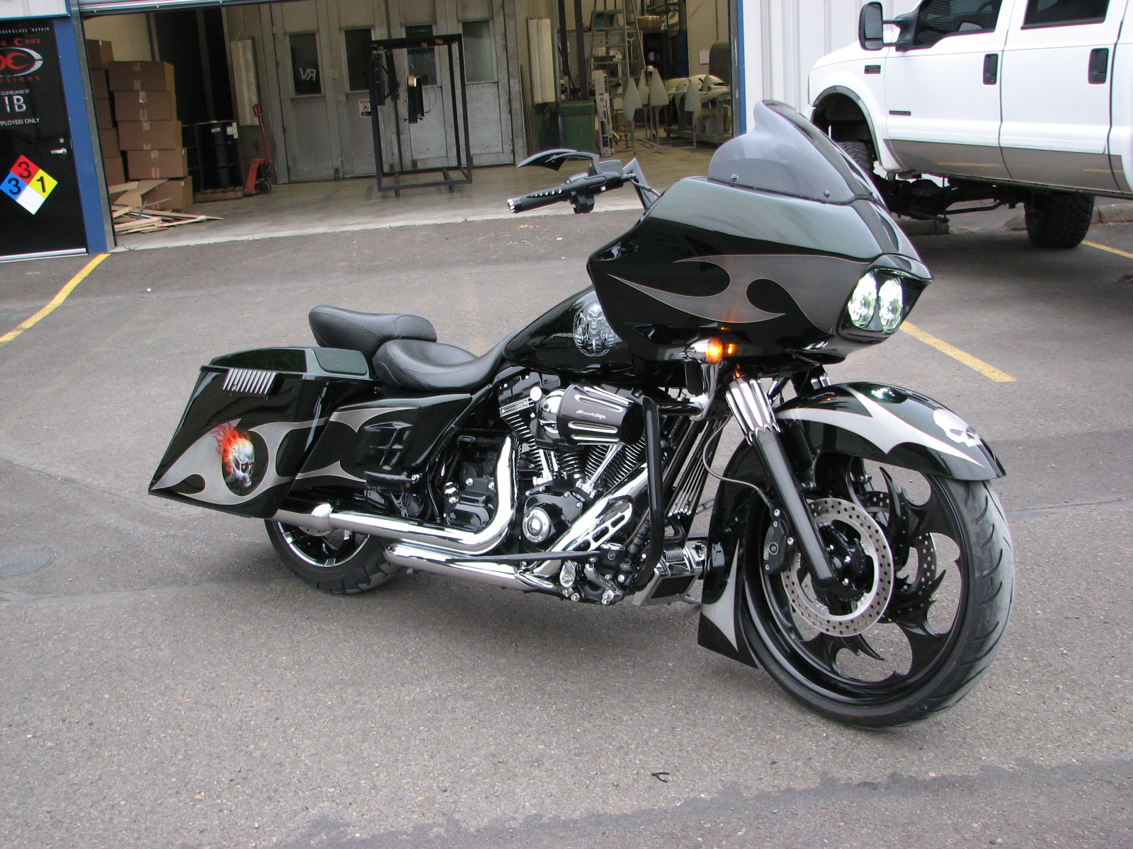 2014 Cvo Road Glide Blades And Skulls Custom Cutting